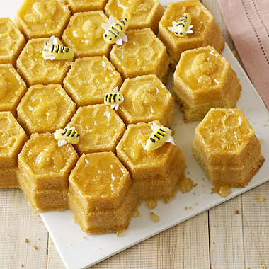 Honeycomb Pan in cake tins at Lakeland
