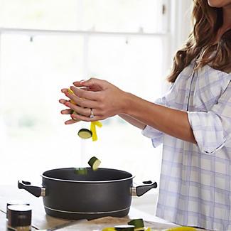 Standard Remoska Electric Cooker 2L alt image 6