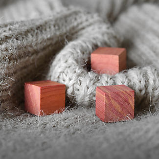 Würfel aus Zedernholz alt image 3