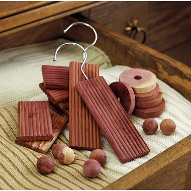 30-Piece Cedar Wood Set