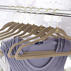 4 Caramel Space Saving Non Slip Clothes Hangers