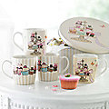 Mugs in Tin, 4 Cupcake