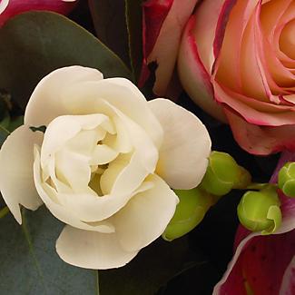 Table Arrangement Bouquet With Free Express Delivery alt image 2