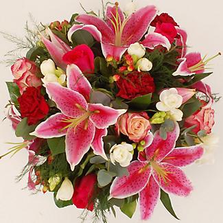Table Arrangement Bouquet With Free Express Delivery alt image 3