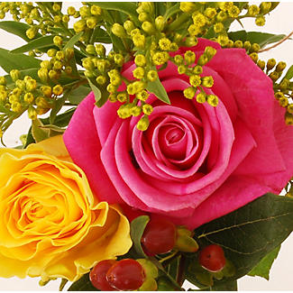 Vibrant Rose Bouquet With Free Express Delivery alt image 2