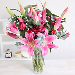 Rose and Lily Bouquet With Free Express Delivery