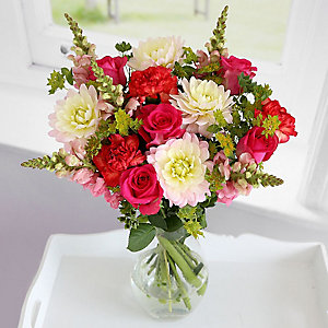 Dahlia Bouquet With Free Express delivery