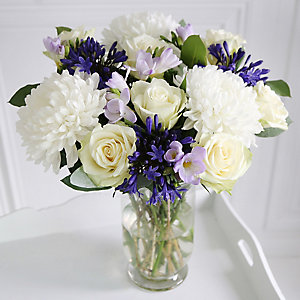 Rose & Agapanthus Bouquet With Free Express Delivery