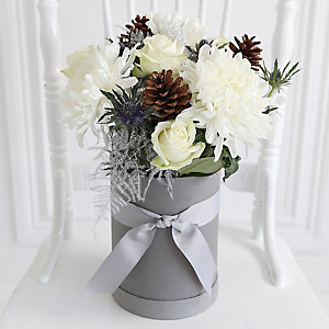 White Christmas Hat Box Bouquet with Free Express Delivery