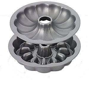 Gewellte Ringform für Schichtkuchen mit Füllung