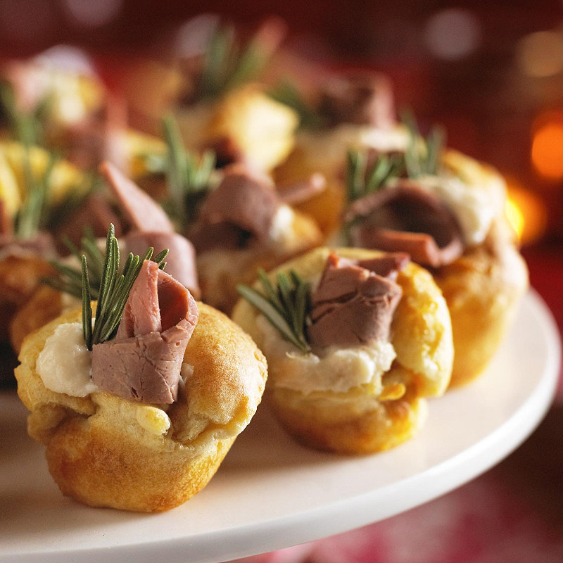 Mini yorkshire puddings with beef and horseradish meat for Beef horseradish canape