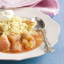 Rhubarb crumble with ginger extract