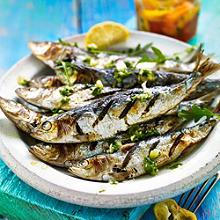 Gegrillte Sardinen mit Rucola-Salsa