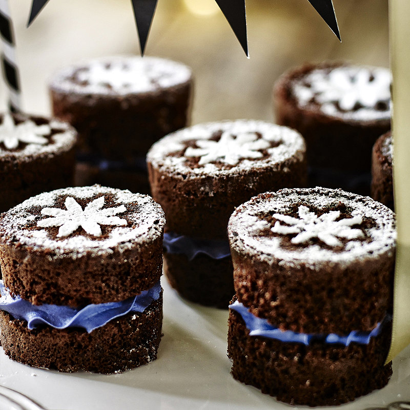 Mini Chocolate Cakes with Violet Buttercream Filling