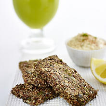 Kale, Celery & Pineapple Juice + Multi-Seed Crackers