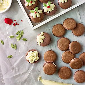 Christmas Pudding Macaroons