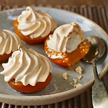Calanda peaches with meringue topping
