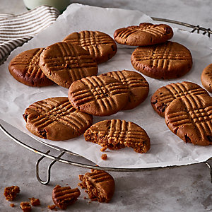 Gluten, Dairy & Sugar-Free Chocolate Chip & Peanut Butter Cookies