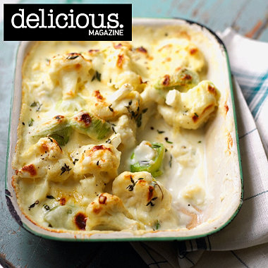 Cheddar, cauliflower and leek gratin