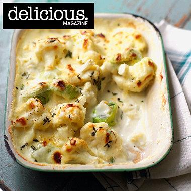 Cheddar, cauliflower and leek gratin