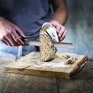 Lakeland Fully Forged Stainless Steel  Bread Knife 22cm Blade alt image 3