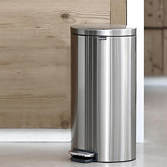 Brabantia® Flatback Kitchen Waste Pedal Bin - Silver 30L alt image 6