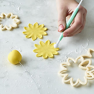 Easy Dahlia, Chrysanthemum and Water Lily Icing Cutters – Set of 3 alt image 4