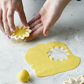 Easy Dahlia, Chrysanthemum and Water Lily Icing Cutters – Set of 3 alt image 5
