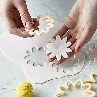 Easy Dahlia, Chrysanthemum and Water Lily Icing Cutters – Set of 3 alt image 9