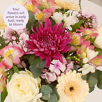 Gift Bag Bouquet With Free Express Delivery alt image 3