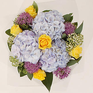 English Garden Bouquet With Free Express Delivery alt image 2