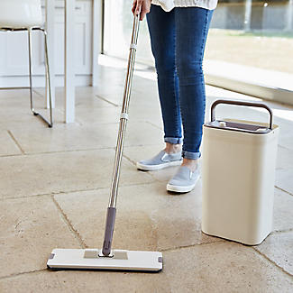Lakeland Flat Mop Cleaning System with Integrated Squeegee Bucket alt image 2