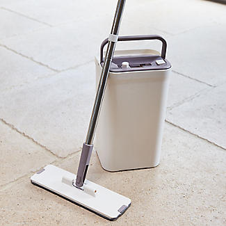 Lakeland Flat Mop Cleaning System with Integrated Squeegee Bucket alt image 7