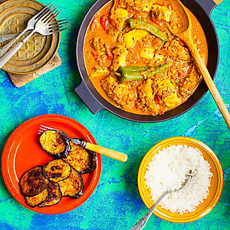 The Spicery Curry Legend World Curries Cookbook and Spices Gift Set alt image 2