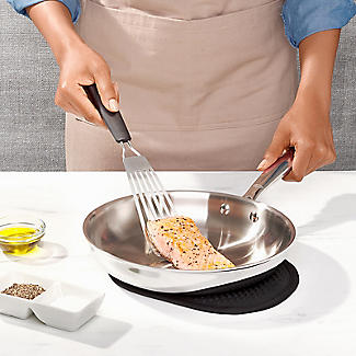 OXO Good Grips Fish Turner alt image 3