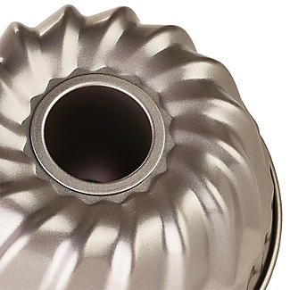 Lakeland Speciality Bakeware Small Ring Cake Tin alt image 4