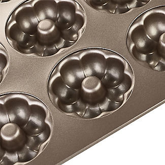 Lakeland Speciality Bakeware 12 Cup Flower Ring Tin alt image 6