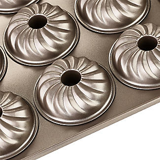 Lakeland Speciality Bakeware 12 Cup Swirl Ring Tin alt image 5