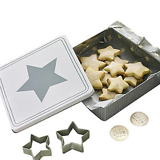 Mary Berry with Lakeland Bake to Give Star Cookie Cutters Set
