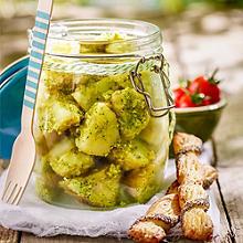 Jungkartoffel-Salat mit Broccolipesto